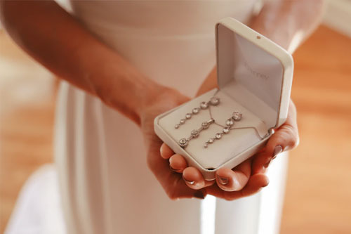 Bridal jewelry - 4 Essential Bridal Accessories That You Will Need